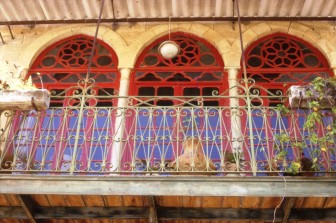 במבט אחר: סיור מקומי עם הפסל אמיר בלאן